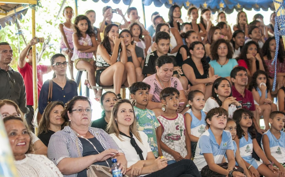 75b474ea22 Primeira-dama Onélia Leite Santana visita Circo Escola do Bom Jardim